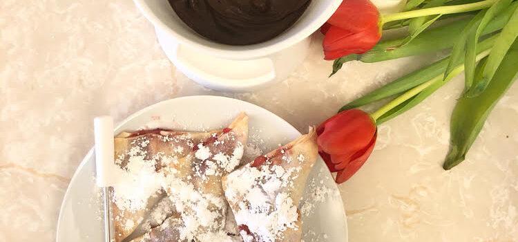 Air Fried Strawberries & Cream Cheese Fondue Wontons